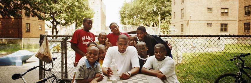 Тази фотография на Jay Z от 1998 година е заснела рапъра при посещение на неговия дом от детинство - комплексът Marcy Houses в Бруклин, Ню Йорк
