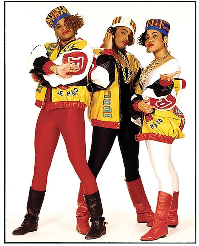 Джанет Бекман започва кариерата като пънк фотограф в Лондон, преди да отлети към Съединените щати, за да отразява тамошната пънк и хип-хоп сцена. Този портрет на легендарната женска хип-хоп група Salt-N-Pepa е направен през вече далечната 1987 година.