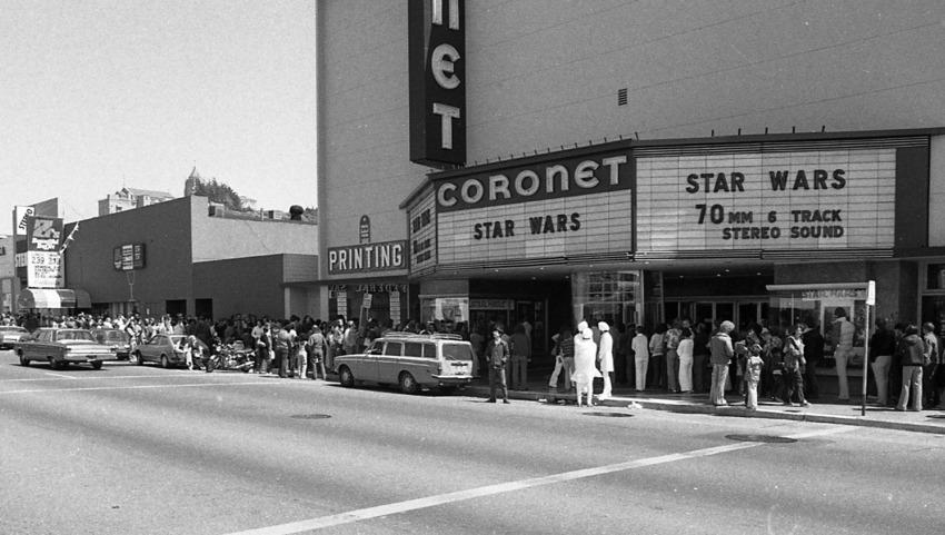 25 май, 1977 година - фенове на сагата се редят на опашка пред кино Coronet в Сан Франциско