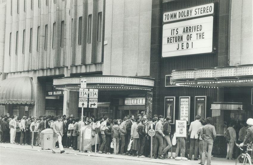 """25 май 1983 година - часове преди завесите да се вдигнат за """"Завръщането на джедаите"""", десетки фенове се редят за билети в Торонто"""