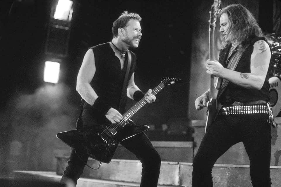 Леми Килмистър и вокалът на Metallica Джеймс Хетфийлд забиват рамо до рамо на сцената
