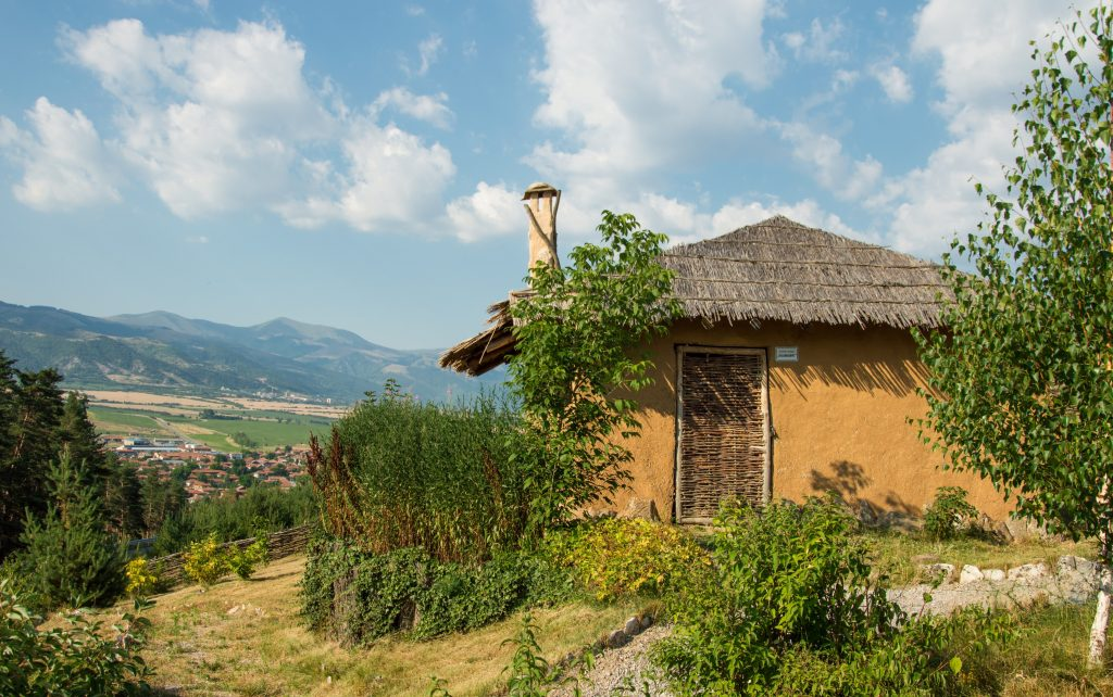 Археологически парк Тополница - неолитни къщички край село Чавдар