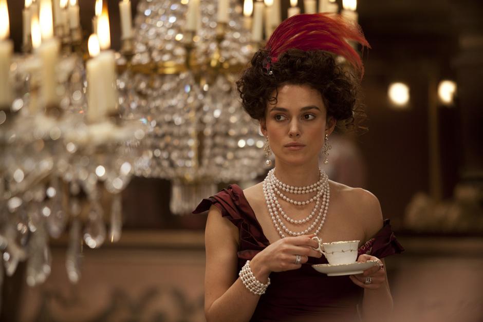 Британската актриса Кийра Найтли в ролята на Анна Каренина от филмовата адаптация на романа от 2012 година