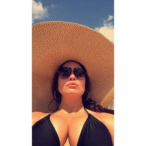 ashley-model-selfie
