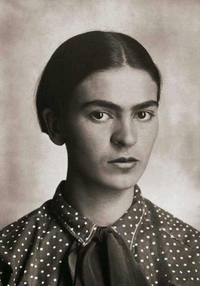 Фрида Кало на вече 18-годишна възраст (1926)