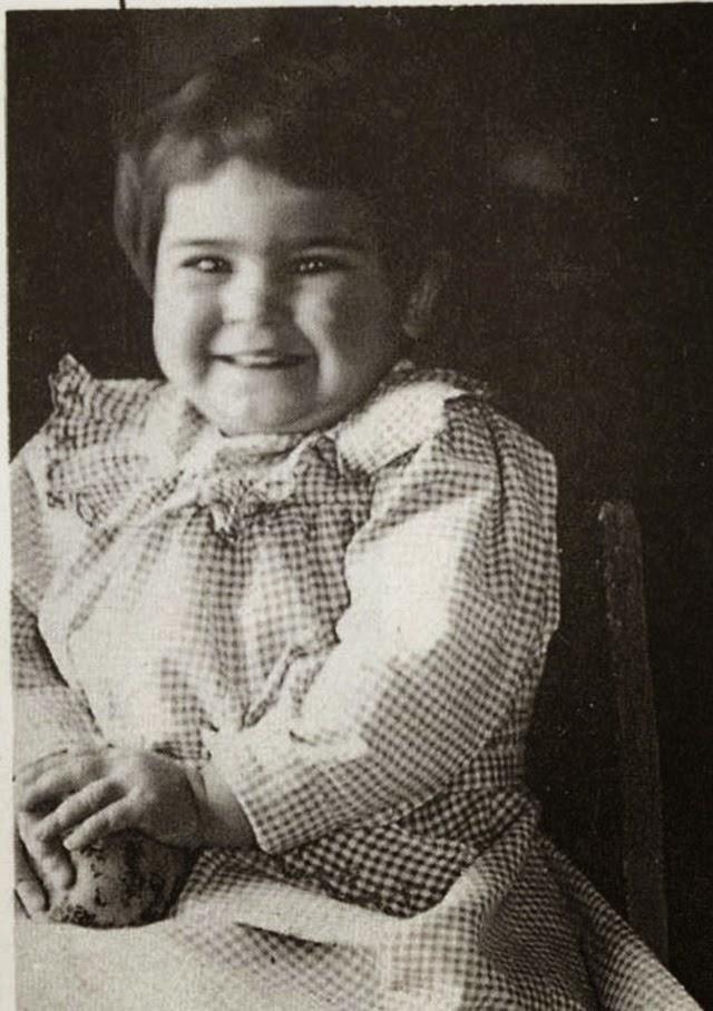 Фрида Кало на възраст от едва 2 години