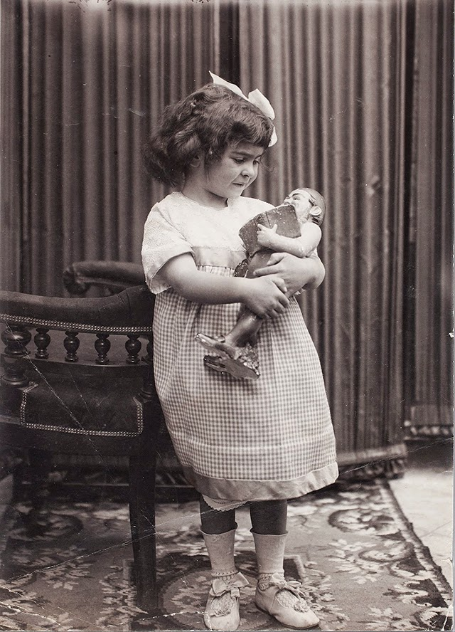 Фрида Кало на 4 години (1911)