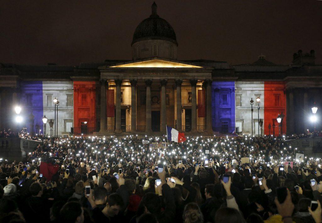 Лондончани на Трафалгар Скуеър участват в събитие, посветено на жертвите от атентатите