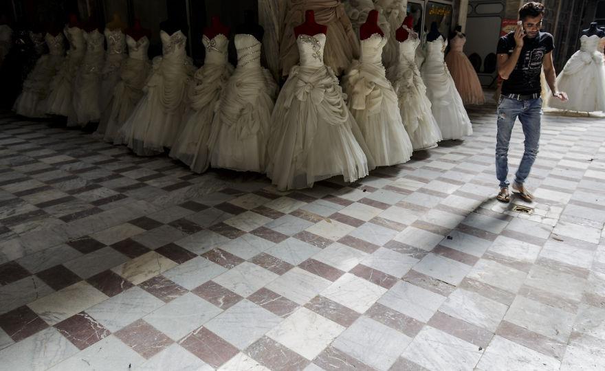 Тези рокли очакват своите булки в Есфахан