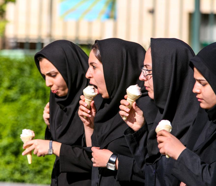 Малко релакс след училище в Есфахан