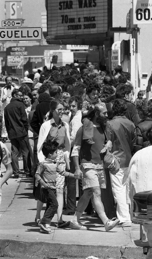 """Кино Coronet на Geary Boulevard се превърна в едно от най-паметните места за всички фенове на """"Междузвездни войни"""", преди да бъде закрито през 2007."""