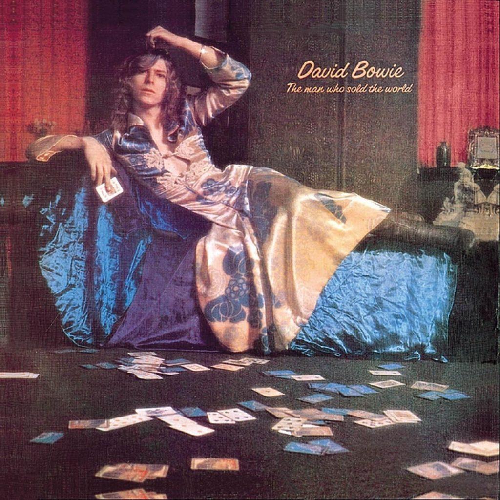 Изпреварил времето си: Дейвид Бауи в рокля за обложката на The Man Who Sold the World