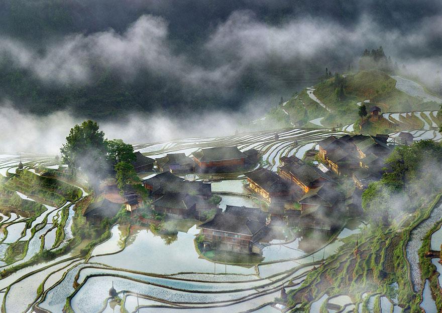 Селище в мъглата (Китай)