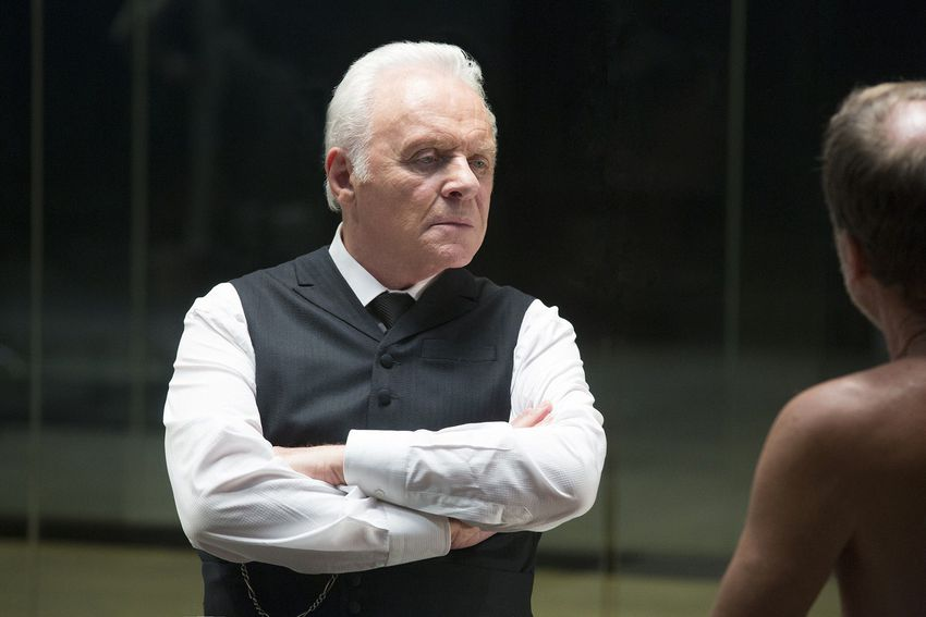 Сър Антъни Хопкинс в ролята на д-р Робърт Форд